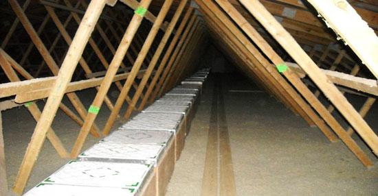 Filtros instalados en áticos de granjas en Norte América (ventilación forzada negativa).