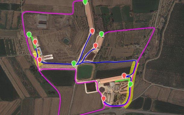 Image 7. Représentation des modifications proposées incorporant les nouveaux chargeurs (points verts). La zone à risque de contamination croisée (surlignée en jaune) entre le camion interne (bleu) et le camion externe (lilas) a été réduite à 2 points grâce à l'ouverture / adaptation des chemins et à la modification de la clôture.